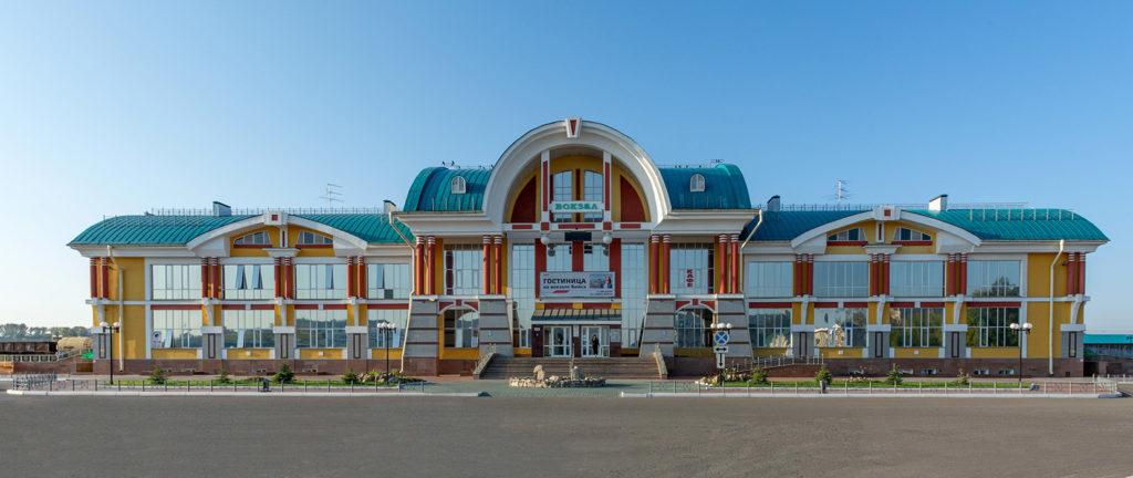 """ЖД Вокзал г. Бийска, гостевой двор """"Паровоз"""" - первый хостел в Бийске"""