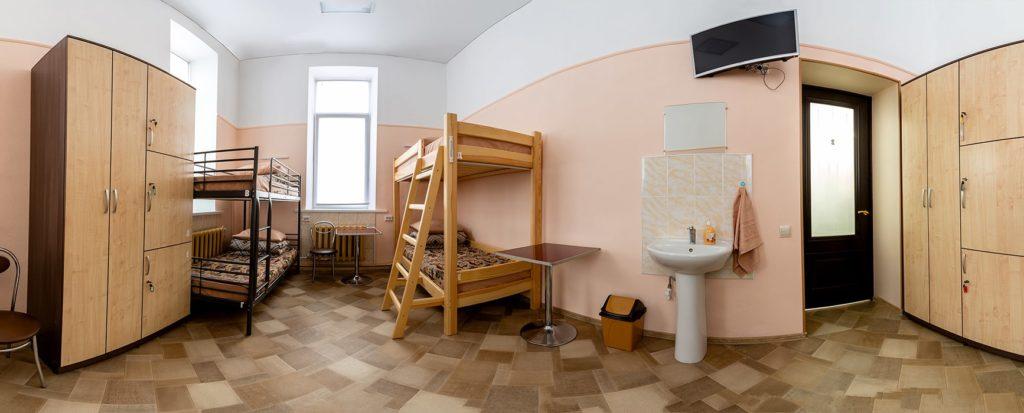 """6-ти местный номер в Гостевом дворе """"Паровоз"""" - в первом хостеле в Бийске"""
