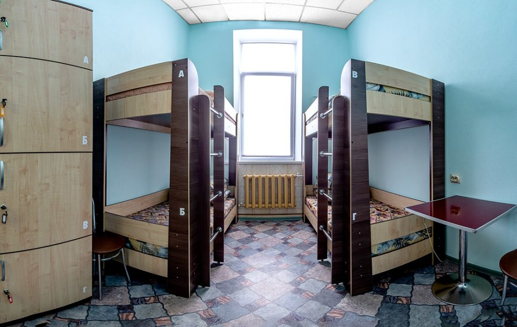 """4-х местный номер в Гостевом дворе """"Паровоз"""" - в первом хостеле в Бийске"""