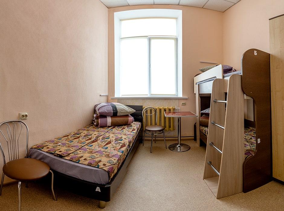 """3-х местный номер в Гостевом дворе """"Паровоз"""" - в первом хостеле в Бийске"""