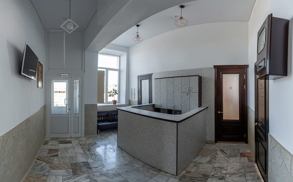 """Холл гостевого двора """"Паровоз"""" - в первом хостеле в Бийске"""